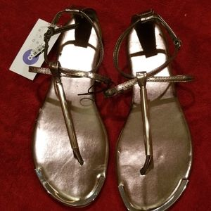 NWT Archer T Strap Thong Sandals